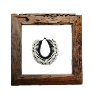 TRIBAL NECKLACE WITH WOODEN SQUA